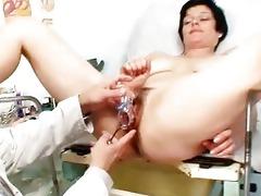 busty mom